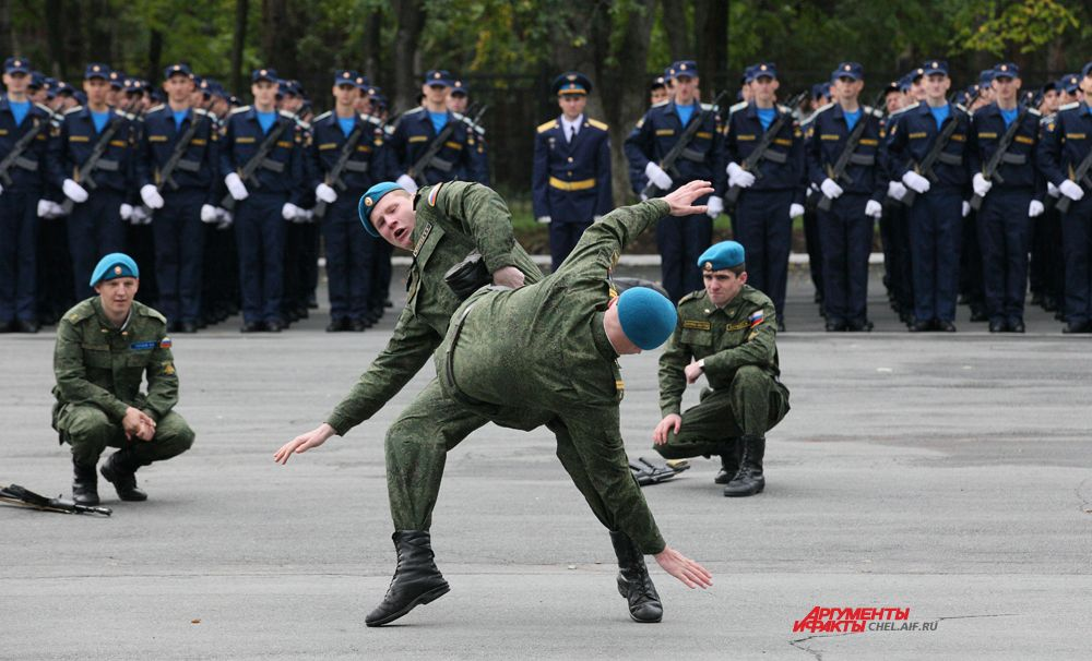 Рукопашный бой проводят курсанты училища
