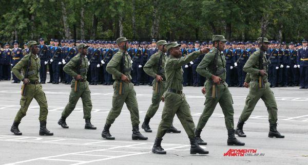 Показательные выступления ангольских курсантов