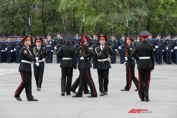 Показательные выступления суворовцев из Екатеринбурга