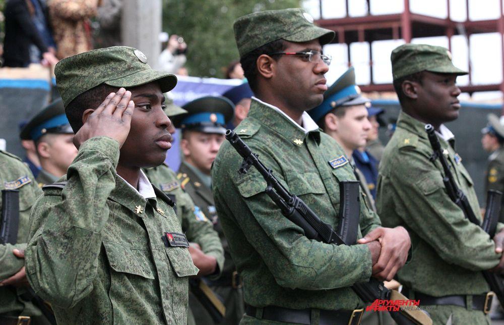 Ангольские курсанты училища