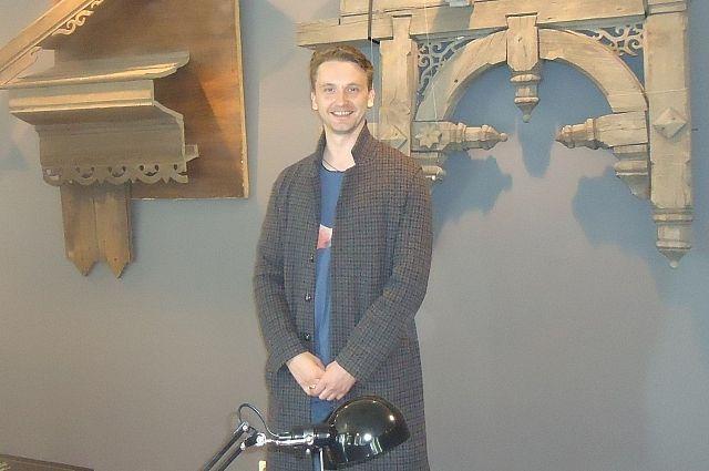 Виктор Шалай в одном из залов музея.