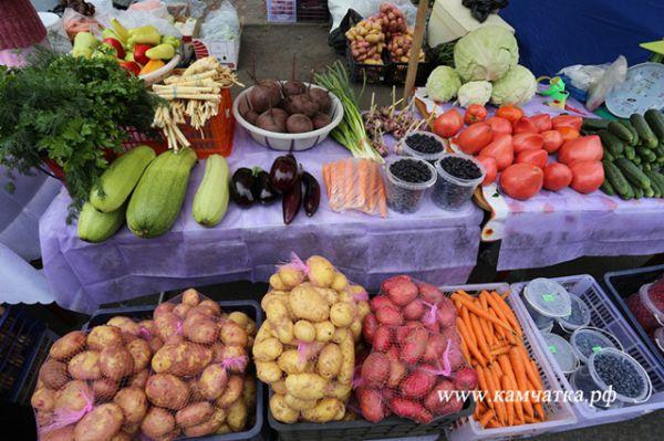 На ярмарке был представлен широкий ассортимент овощей.