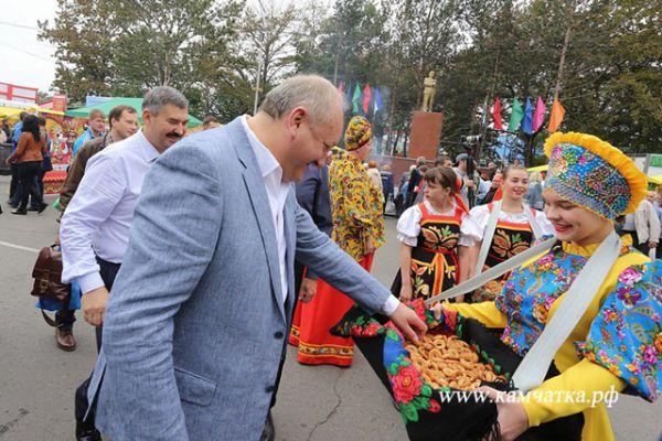 Среди почетных гостей губернатор Камчатского края Владимир Илюхин.