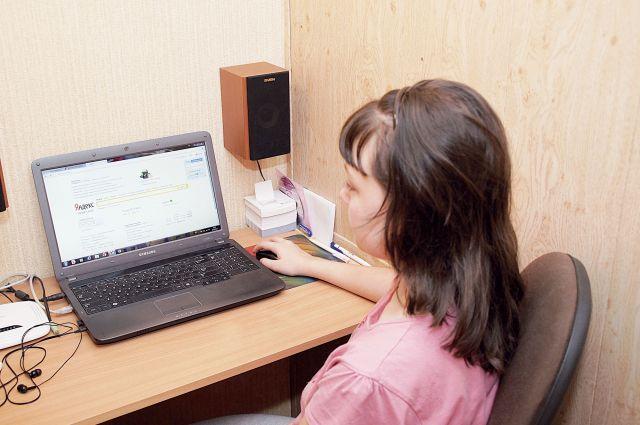За экраном компьютера ребёнка могут подстерегать недоброжелатели и даже преступники.