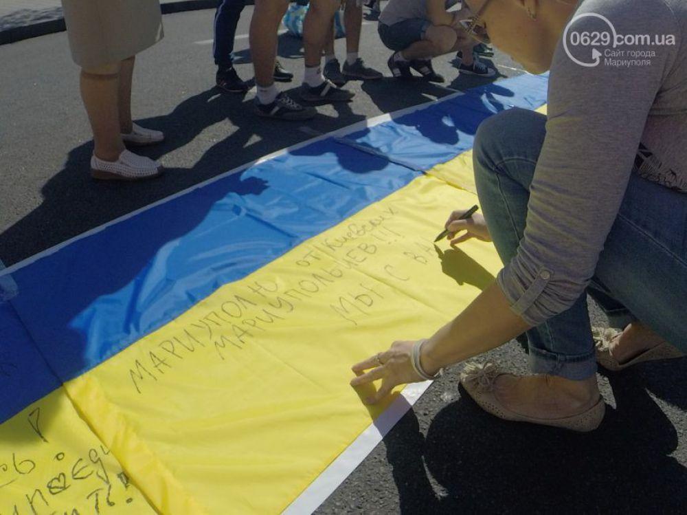 Километр флагов Украины в поддержку Мариуполя