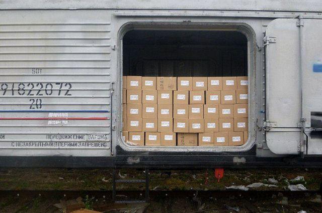 Более трёх тысяч тонн коробок с консервами арестованы.
