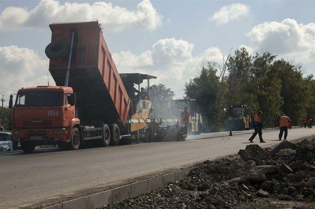 На 24-й Северной уже занимаются асфальтированием дороги.