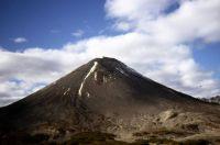 Вулкан Жупановский на Камчатке проявляет активность.