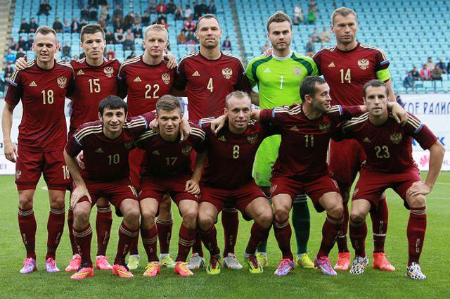 Игроки сборной России перед началом товарищеского матча по футболу между сборными России и Азербайджана.