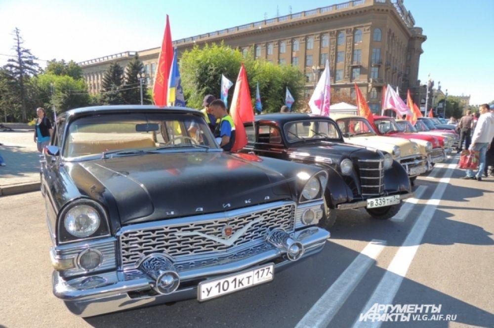 «Чайка». На таком автомобили передвигались в эпоху СССР чиновники высшего звена.