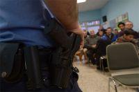 Применять оружие народный дружинник может в тех же условиях, что и обычные граждане.
