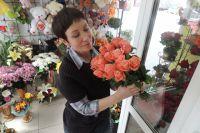 Злоумышленник напал на продавщицу в цветочном павильоном.