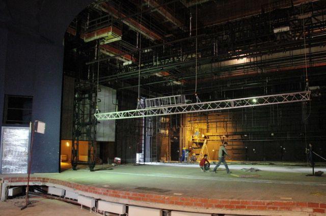 Артисты екатеринбургского ТЮЗа начнут репетиции на родной сцене с октября