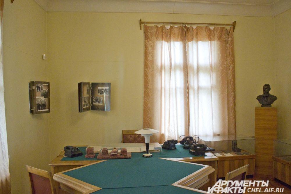 Общий вид рабочего кабинета Курчатова.