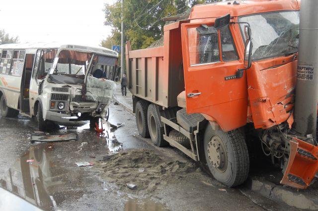 Авария на ул. Станционной в Новосибирске.