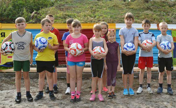 На тренировках – каждому по мячу