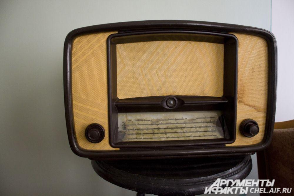 Радио в гостиной.