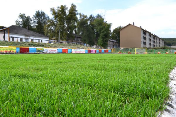Такой травяной покров на футбольном поле есть не во всяком райцентре