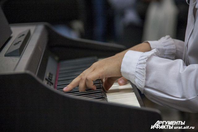 В Новосибирске появилось пианино под открытым небом
