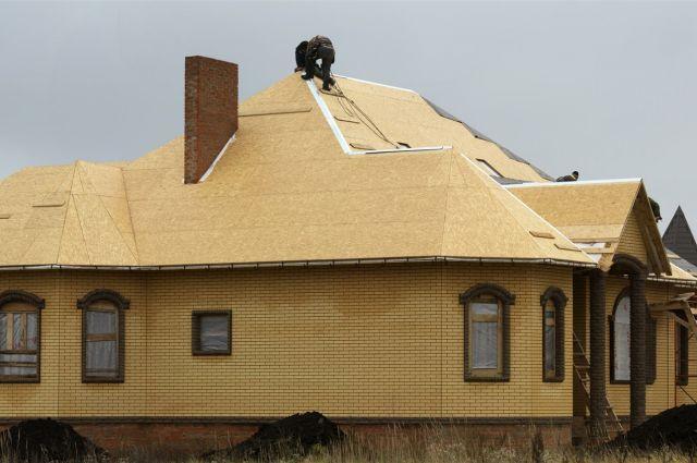Семьи построят дома на земле, которую им выделят.