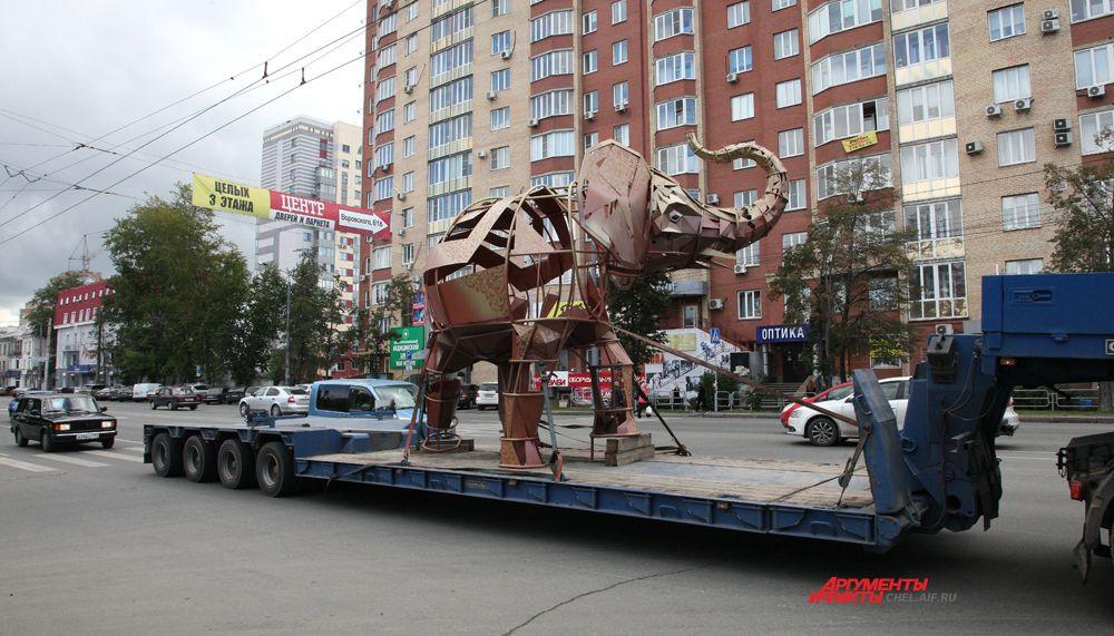 Транспортировка слона по ул.Челябинска