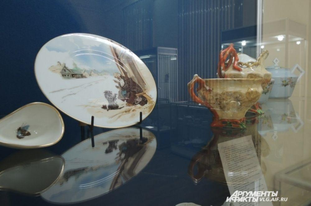 Фарфоровая тарелка, изготовленная на фабрике братьев Корниловых в середине XIX века.