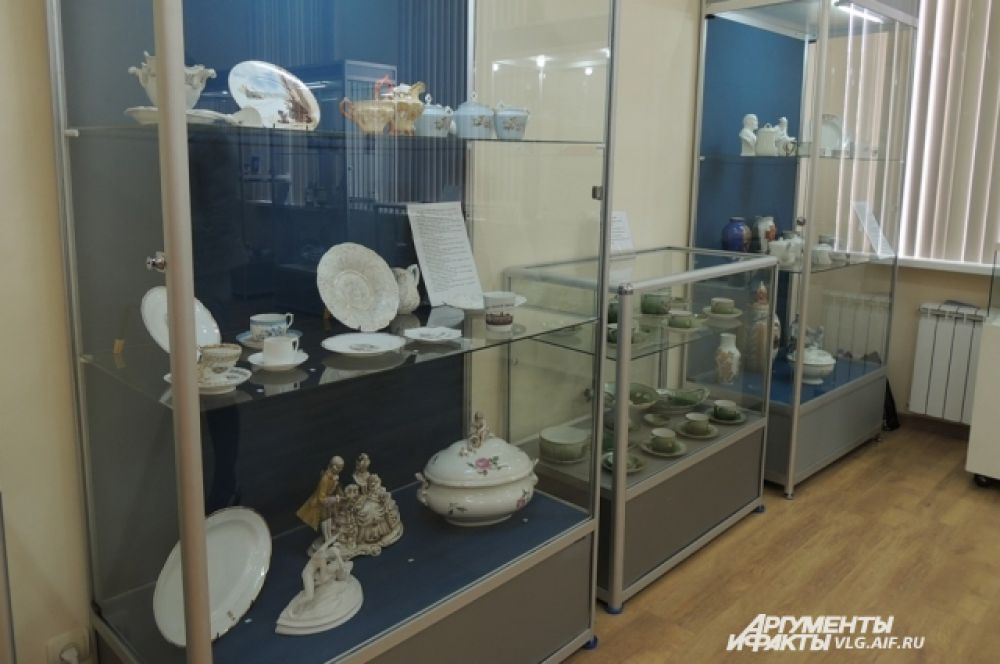 Всего выставка керамики насчитывает более 400 экспонатов.