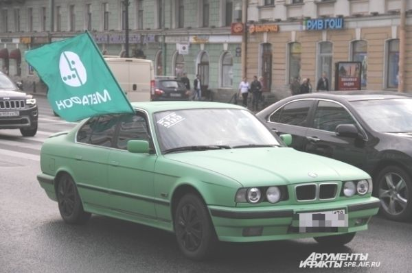 Зеленый БМВ стал одним из символов прошедшей акции.