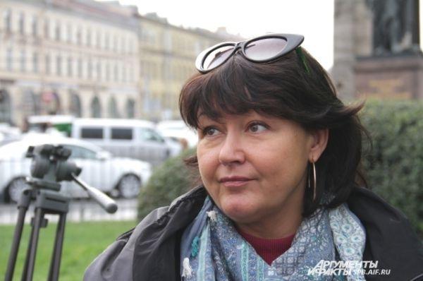 Заместитель генерального директора по связям с общественностью ГК «ЦДС» Инна Малиновская на акции у Казанского собора.