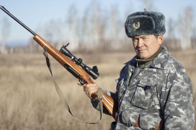 Гафур Галимов во время охоты на кабана.