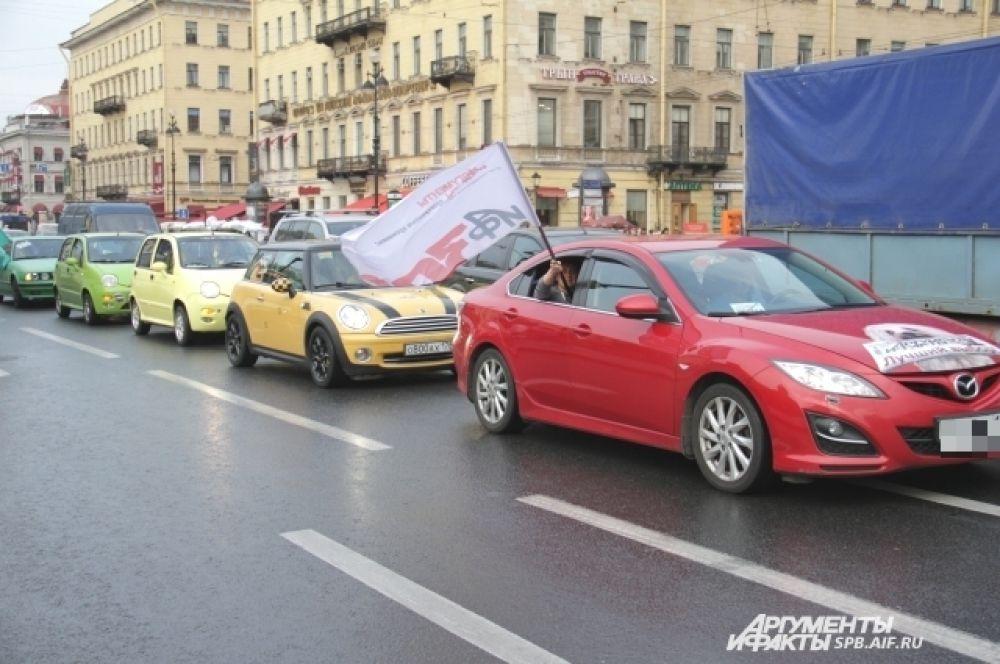 Автопробег, организованный сообществом автомобилистов СПБ.АВТО и АиФ-Петербург.