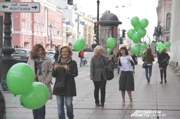 Весь Невский проспект был заполнен шарами.
