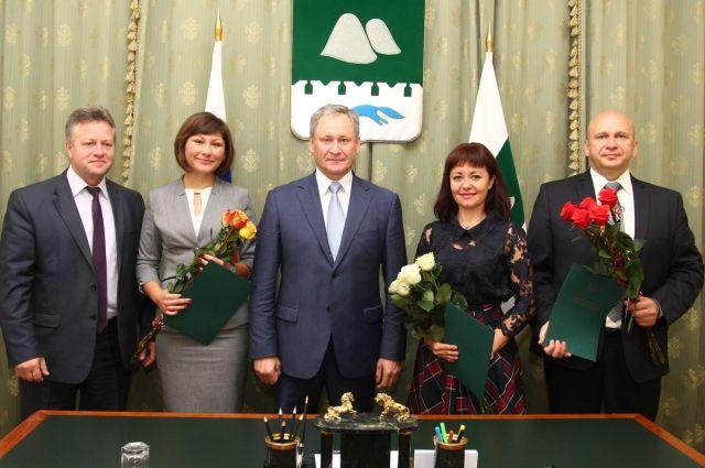 Губернатор Зауралья наградил врачей, спасавших жизнь Артема Чечикова