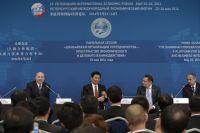 В центре — генеральный секретарь Шанхайской организации сотрудничества (ШОС) Дмитрий Мезенцев.