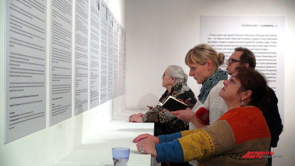 Выставка «Папины письма» - это «микроистория» сталинских репрессий. Примеры того, как люди даже в условиях ссылки поддерживали связь со своими семьями, дарили любовь своим детям.