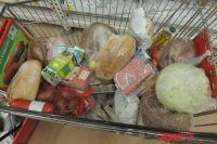 Набор продуктов на месяц на четыре тысячи с небольшим даже не занял полностью тележку.