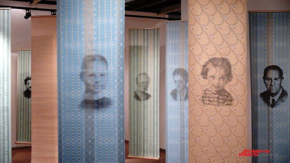 В проекте «Линия жизни» Мария Полуэктова через фотографии родственников представила историю репрессий своей семьи. Пустые полотна символизируют одновременно разлуку и сильную связь внутри семьи.