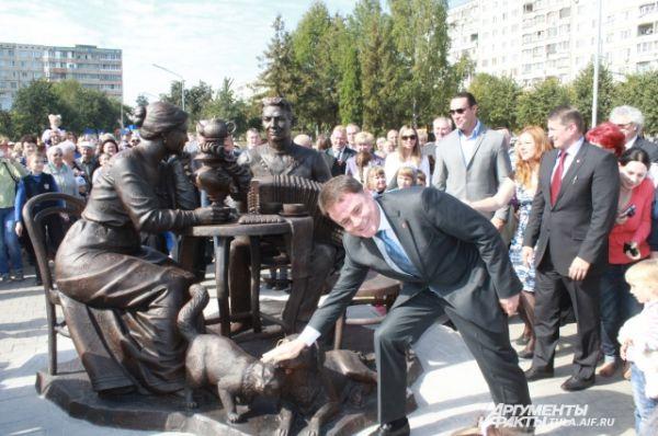 «Давайте нос собаке натирать! Подходите, ребята, не стесняйтесь!» - сразу же позвал губернатор честной народ