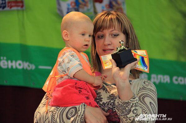 Анастасия с мамой - 3 место в категории 9-10 месяцев.
