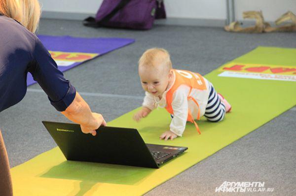Другие - ноутбуком.