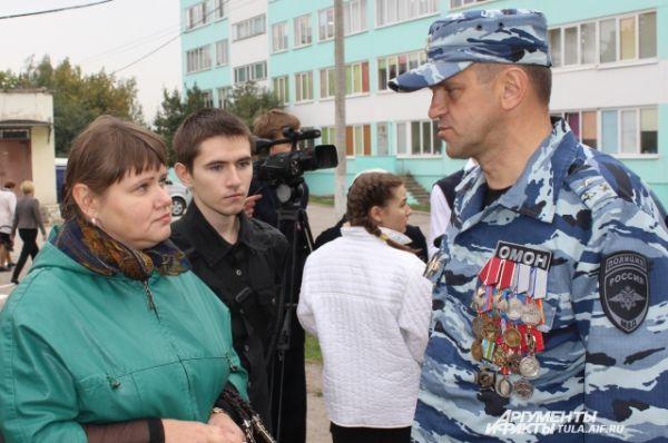 Елена Горшкова с сыном благодарна всем коллегам ее мужа