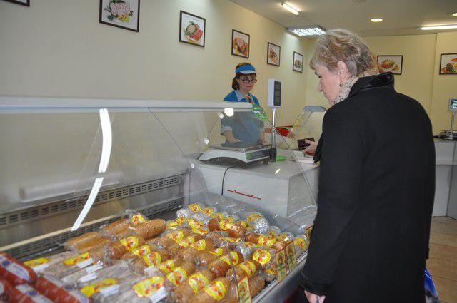 Цены на продукцию из курицы в последнее время удивляют омичей.