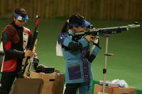Соревнования по стрельбе проводятся и среди женщин, и мужчин.