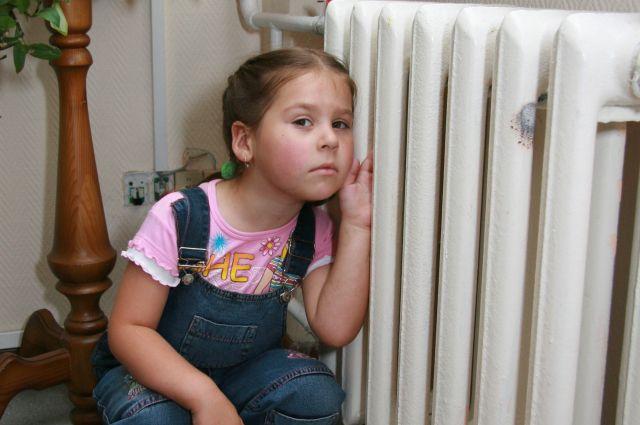 В школах и больницах Южного Урала раньше срока начали давать отопление