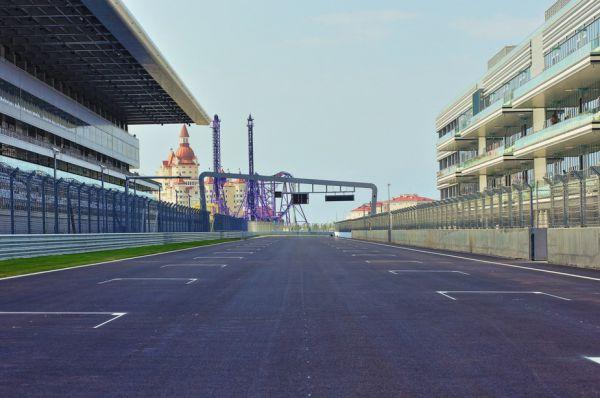 Трасса спроектирована известным в Формуле-1 архитектором Германом Тильке, который прежде строил автодромы в Европе, Индии, США, Абу-Даби и Китае.