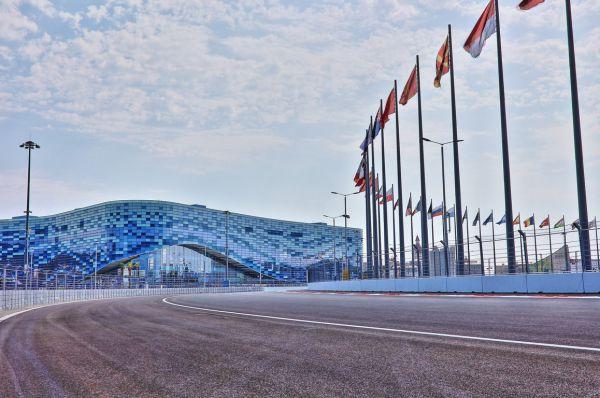 «Сочи Автдром» располагается в олимпийском парке. По такому же принципу построены автодром имени Жиля Вильнёва в Монреале и уличный трек в олимпийском парке Сиднея.