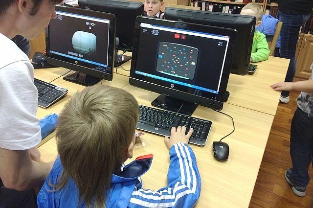 Дети быстрее осваивают компьютер, чем взрослые.