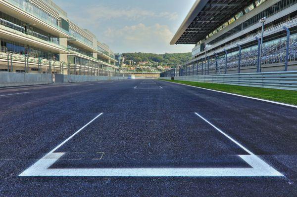 Россия представлена в Формуле-1 также командой Marussia. В этом году коллектив усилиями француза Жюля Бьянки набрал первые очки в своей истории. Marussia на девятом месте Кубка конструкторов, хотя прежде не поднималась выше десятой строчки.