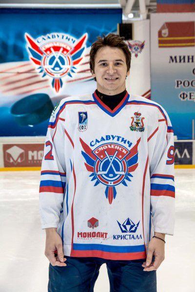 Константин Толканов Родился в 1991 году, рост - 187 сантиметра, вес – 90 килограмм. На лед выходит под номером 92. Воспитанник сургутского ХК «Сургут».