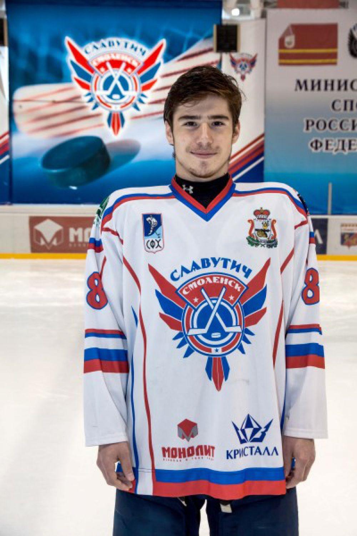Илья Корепанов Родился в 1993 году, рост - 178 сантиметра, вес – 76 килограмм. На лед выходит под номером 88. Воспитанник ижевского ХК «Ижсталь».